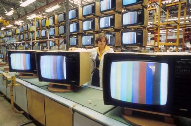 Даже после появления и использования пластмассы в изготовлении телевизоров советская промышленность работала по старой схеме / Фото: m24.ru