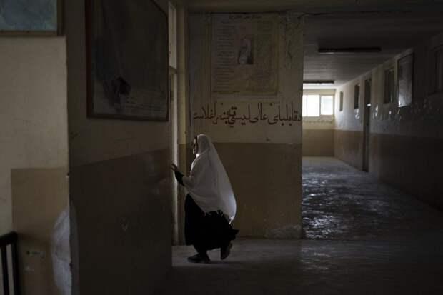 В университетах и школах Афганистана введут раздельное обучение