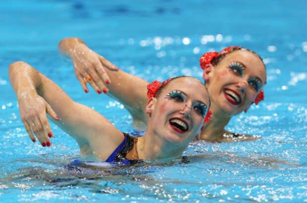 От желатина до вазелина: особенности макияжа и причесок спортсменок в синхронном плавании