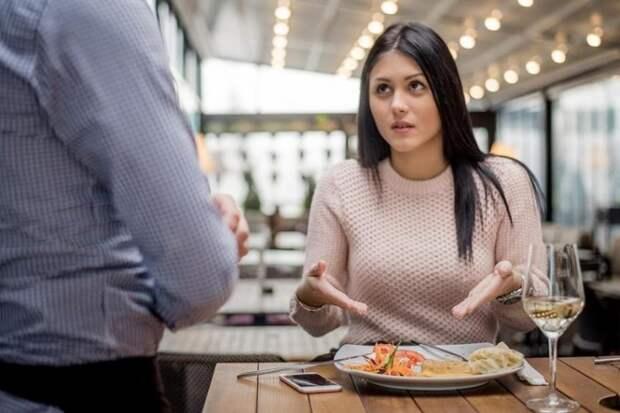 Взвешивать еду, не платить чаевые: какие права есть у клиентов кафе и ресторанов