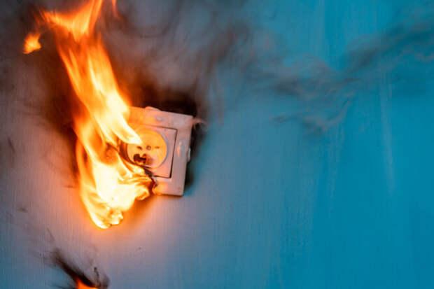 Тихая угроза: 10 неожиданных (но частых) причин пожара в доме