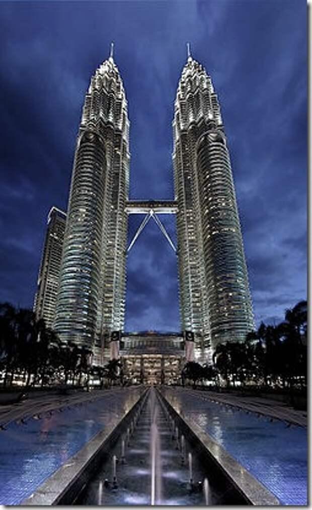 250px-Petronas_Panorama_II