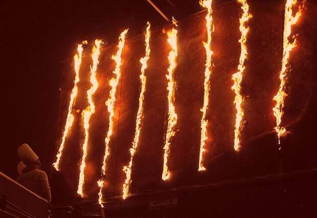 В Екатеринбурге в рекламных целях подпалили билбород