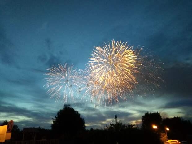 В небе над Тверью прогремел праздничный салют в честь Дня города