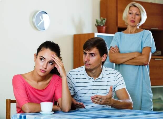 Недавно только узнала, что мы с мужем снимаем квартиру у его мамы, и платим мы полную стоимость