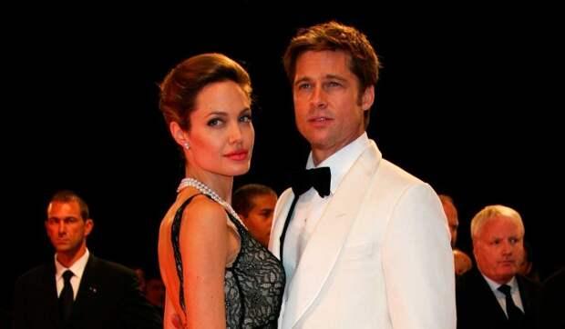 Джоли запретила Питту видеться с детьми после его путешествия с новой пассией