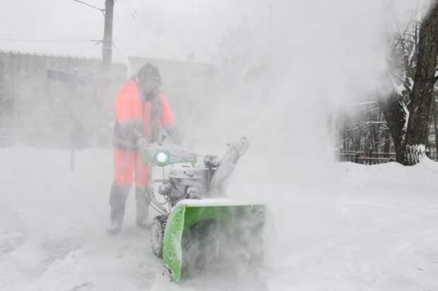 На Ангарской улице устранили снег и наледь