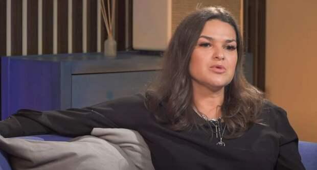«Говорит, что до сих пор любит меня!»: Агата Муцениеце обсудила тему развода с Викторией Райдос