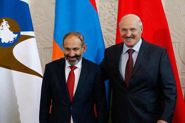 Эксперт: Лукашенко хочет по примеру Пашиняна ввязать Россию в войну