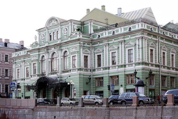 Здание Большого Драматического Театра в Санкт-Петербурге, наши дни // Фото: fotokto.ru