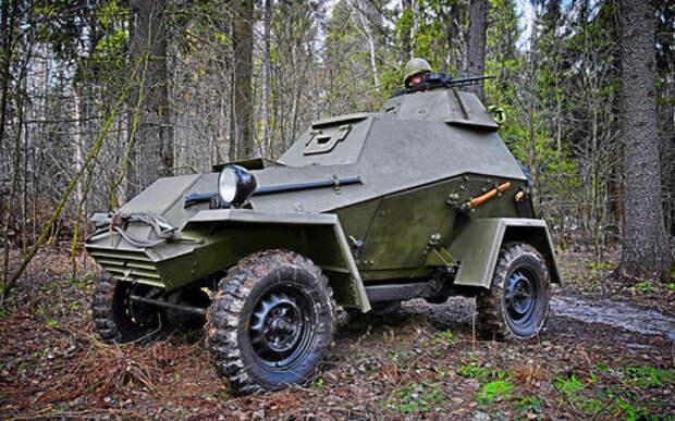 Отмечаем День Победы с бронеавтомобилем-ветераном БА‑64Б