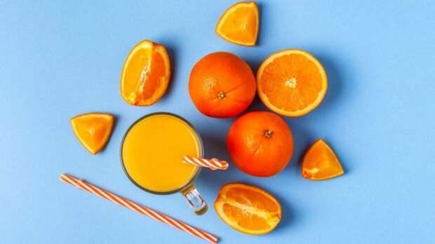 Удивительно, но мозг тех, кто пил по два фруктовых напитка в день, выглядел на два года старше, чем у тех, кто их не пил вообще