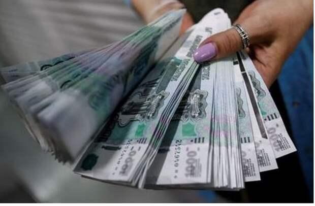 Нефтеориентированный рубль вместе с бразильским реалом и норвежской кроной сформировал тройку внутридневных лидеров FX-рынка с оглядкой на скачок нефтяных цен
