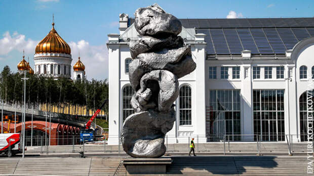 Кто бы сомневался: Швыдкой встал на защиту «памятника дерьму»