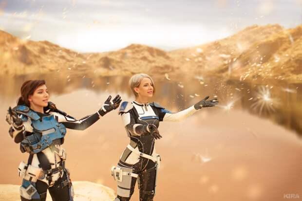 Косплей. Сара Райдер и Кора Харпер из Mass Effect: Andromeda