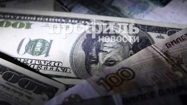 В пятницу вечером рубль вырос к доллару и евро