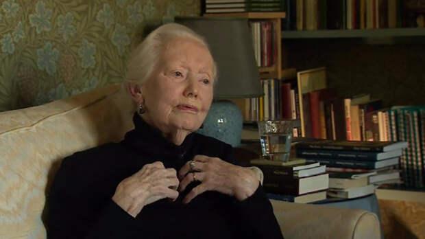 Мэри Хобсон получила несколько наград за свои труды как переводчик.