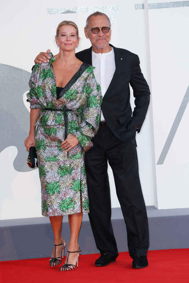 Юлия Высоцкая и Андрей Кончаловский на церемонии закрытия Венецианского кинофестиваля
