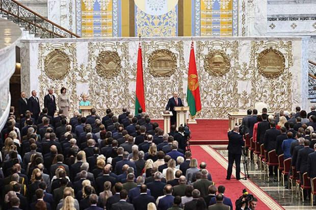 Ургант высмеял тайную инаугурацию Лукашенко