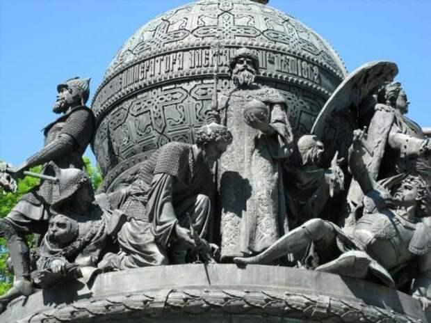 Кого нет на памятнике «Тысячелетие России» в Новгороде? (3 фото)