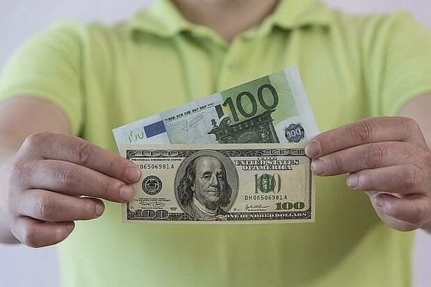Аналитики спрогнозировали курс доллара и евро до конца весны