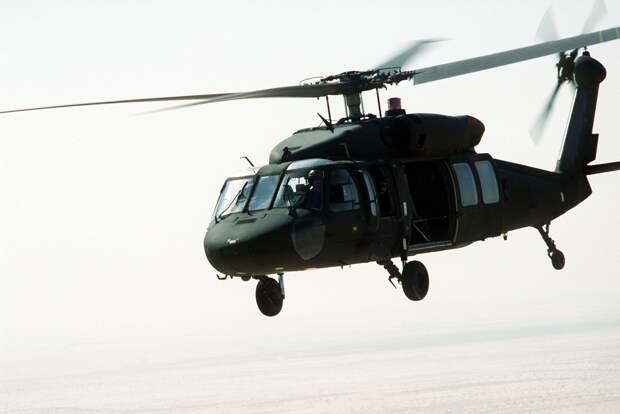 Неизвестная РЭБ сбивает уже третий американский вертолет в небе над Сирией