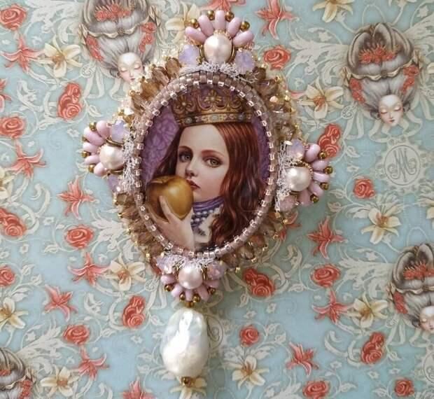 Мастерица из Ярославля делает бисерные украшения сказочной красоты