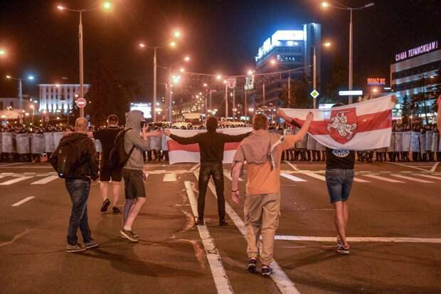 «Украинские братки еще долго будут бузить на белорусских улицах» — Политолог Елена Пономарева о ситуации в Белоруссии