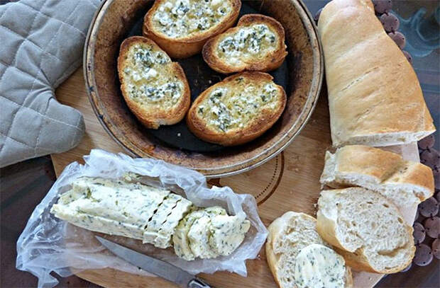 Ароматное масло на бутерброды за 10 минут: добавляем свежую зелень и лимонный сок