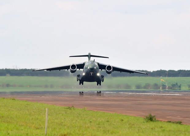 Самый тяжелый бразильский серийный самолет совершил первый полет