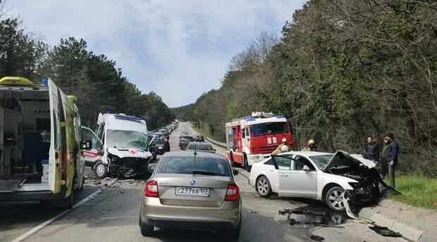 Смертельное ДТП со «скорой» произошло на крымской трассе