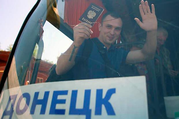 Лавров прокомментировал выдачу российских паспортов жителям Донбасса