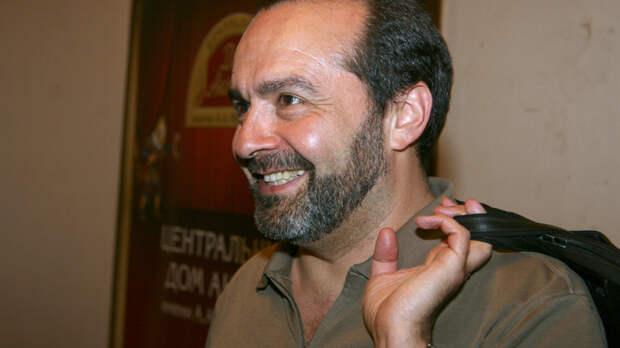 Шендерович назвал ерундой установку мемориальной доски Кобзону, заявив о холопстве