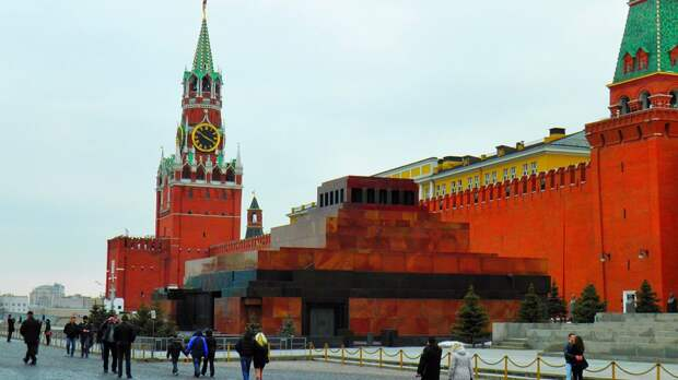 Мавзолей Ленина в Москве открыли для посетителей после долгого перерыва