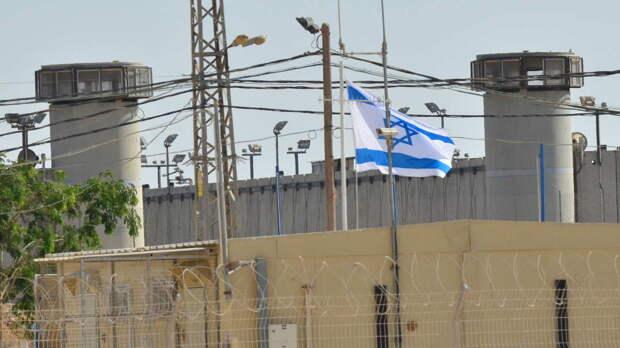 Более 150 палестинских заключенных в Израиле объявили голодовку