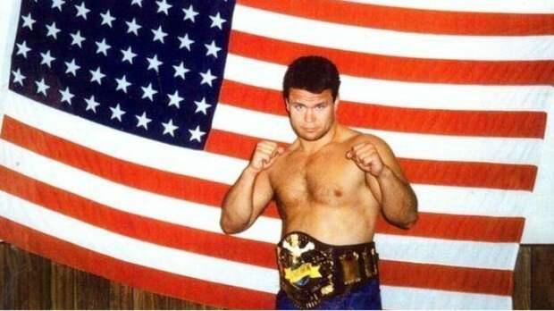 Побил троих за вечер и стал первым чемпионом UFC из России: история Тактарова в США