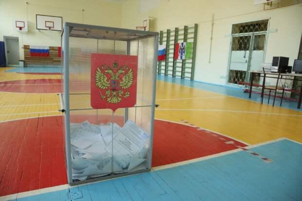 До конца голосования в Новосибирске осталось менее двух часов, а на Дальнем Востоке участки уже закрылись – существенных нарушений не было