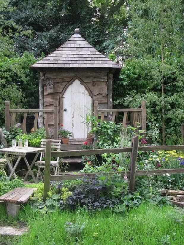 Интересное решение для деревянного садового сарая