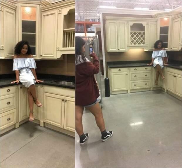 афроамериканка позирует в кухне