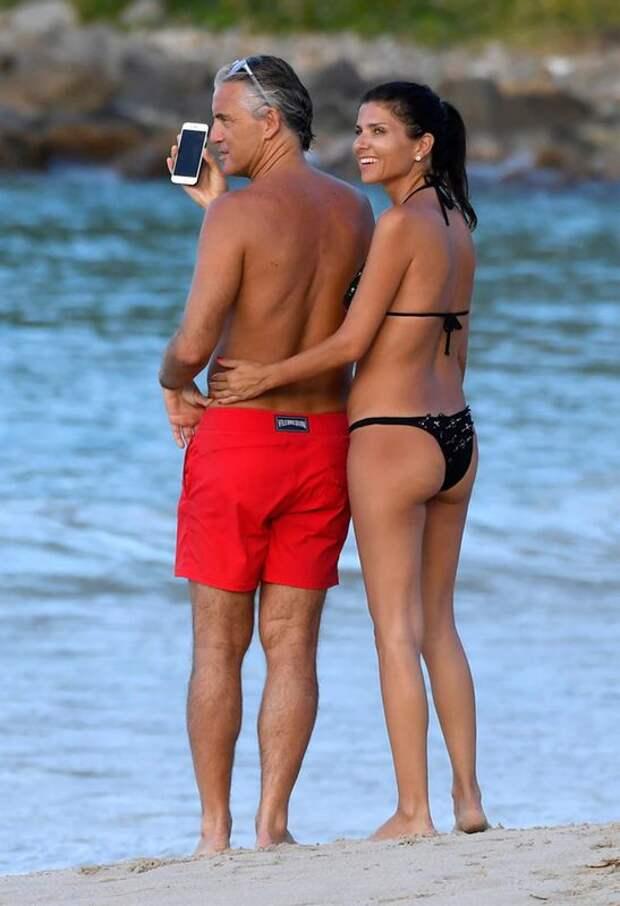 Манчини развелся с матерью своих троих детей и женился на молодой помощнице. Италия - в полуфинале Евро-2020