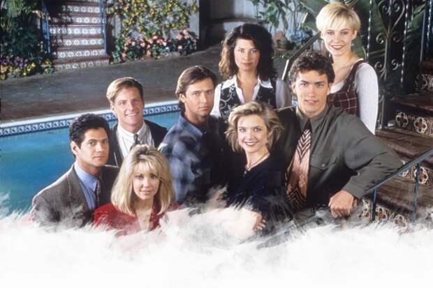 В том же 97 начали транслировать и Мелроуз Плэйс... Приятные актёры, любовные интриги и тайны. Помните жителей этого двухэтажного жилищного комплекса на восемь квартир?