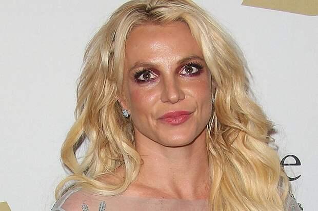Бритни Спирс пытается избавиться от опекунства отца через суд