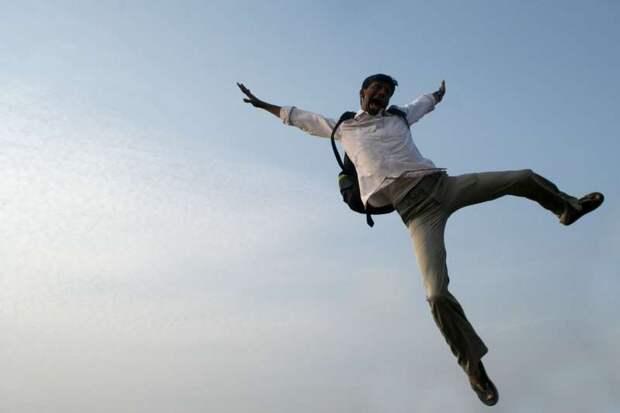 «Моя жизнь висела на волоске»: участник «Евровидения» рухнул с большой высоты во время трюка