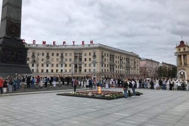 В белорусских городах люди начали вставать в «живые цепи»