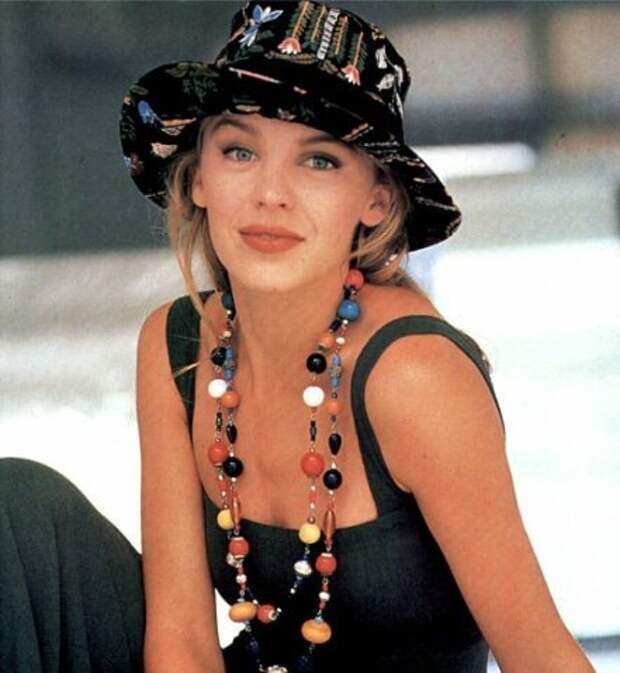 Красотка из 90-ых Кайли Миноуг.