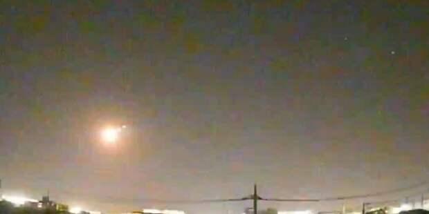 В Японии сняли падение неизвестного небесного тела