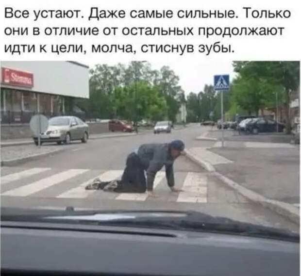 На автозаправке :  - Должен вас предупредить : с сегодняшнего дня бензин подорожал...