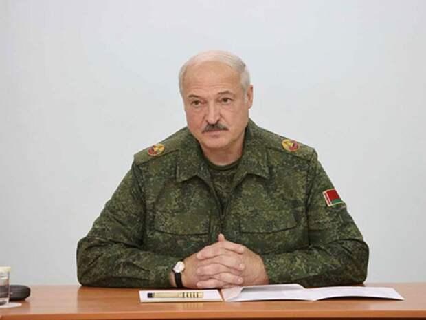 Зачем Александр Лукашенко надел разгрузку и взял в руки потёртый калаш? Александр Роджерс