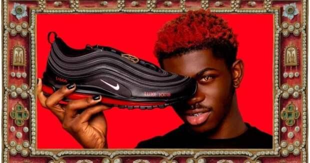 Американский бренд выпустил «сатанинские» кроссовки с человеческой кровью
