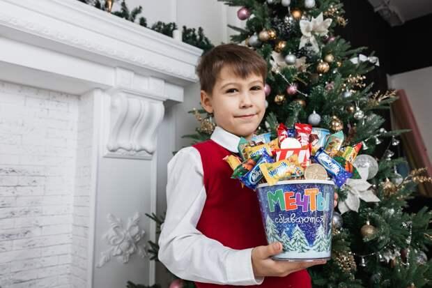 В школы Крыма не пустят Дедов Морозов и Снегурочек «со стороны»